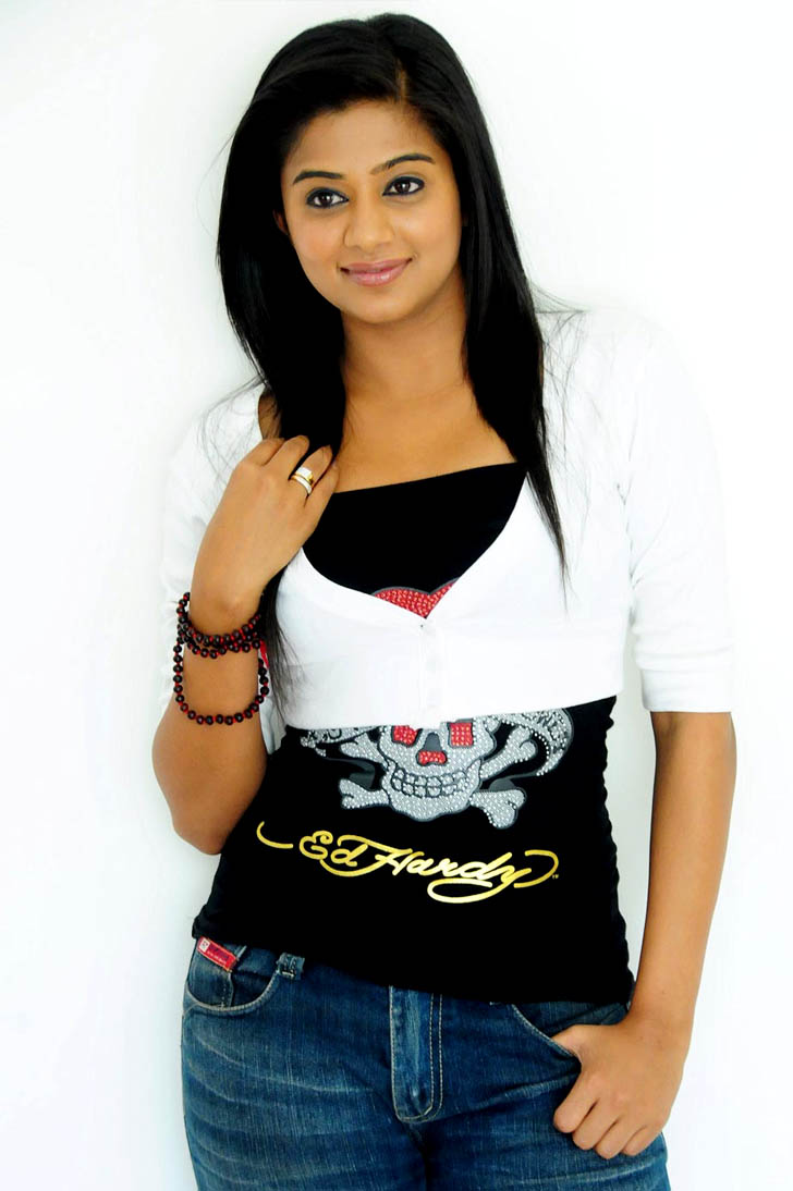 Priyamani nice looking pose