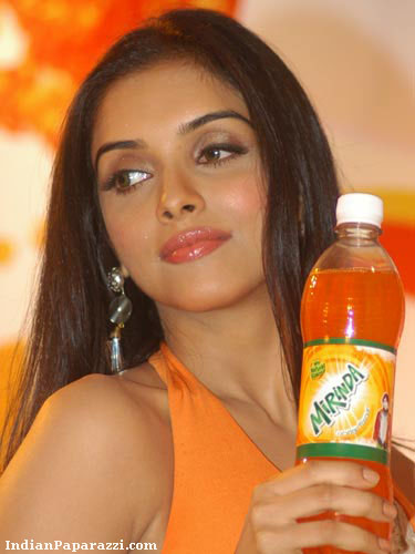 Sexy actress asin mirinda stills