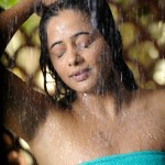 priyamani2851 150x150 Hot Priyamani gets in to Wet