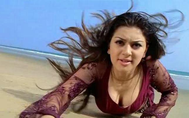 Hansika-hot-stills-in-Velayutham
