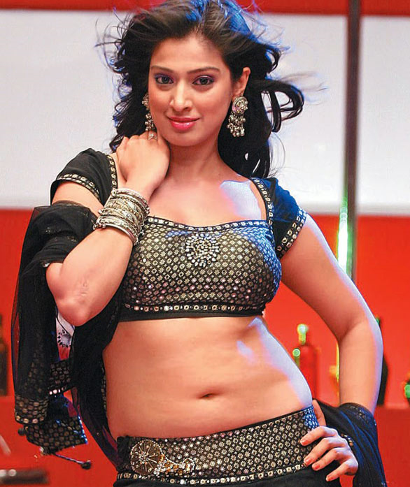 laxmi-rai-hot-navel