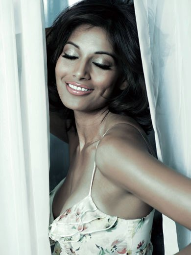 Bipasha-Basu-Latest-hot-photos