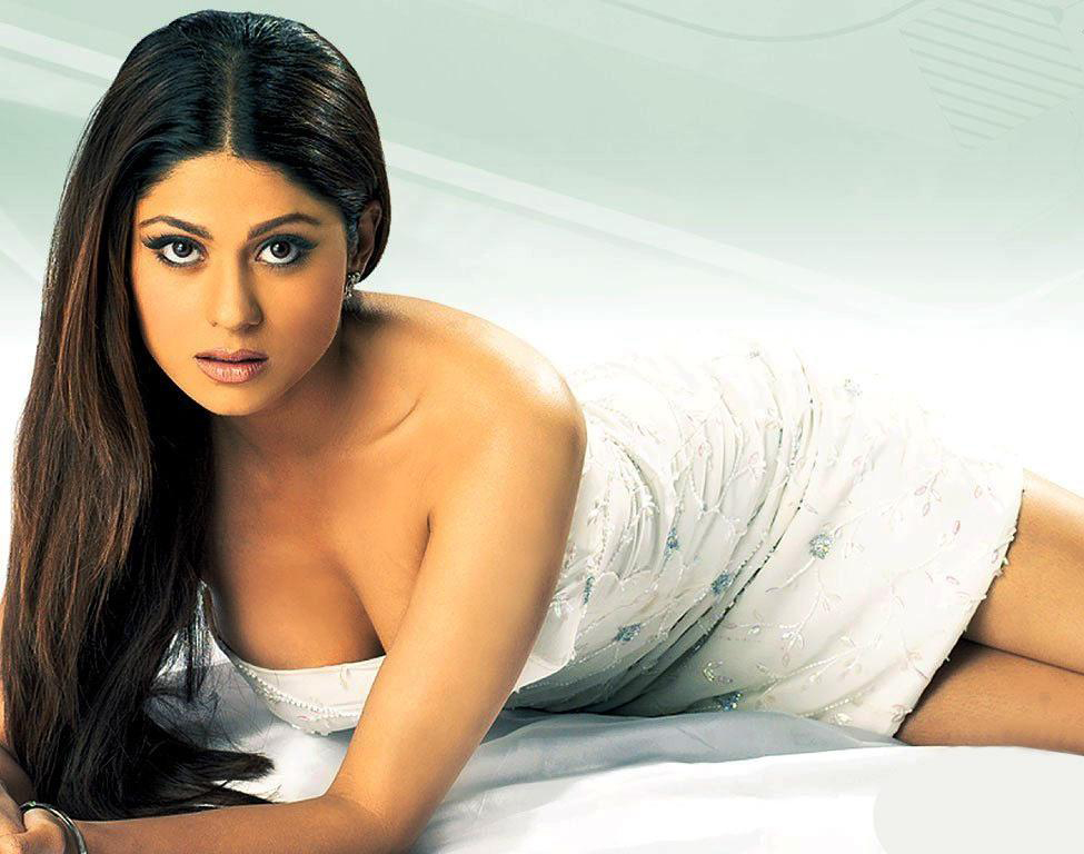 Shamita Shetty hot cleavage Shamita Shetty hot images