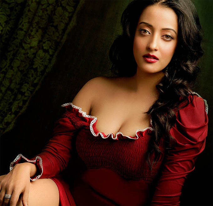hot bollywood Actress Raima Sen hot Raima Sen Hot