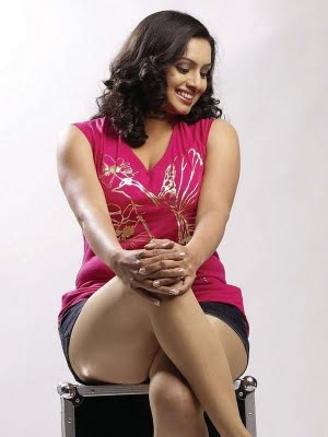 hot-image-leg-show-cleavage