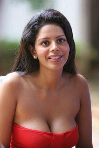 hot-images-cleavage-photos