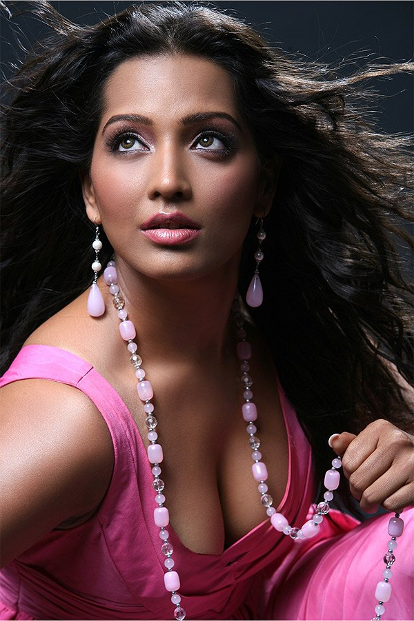 meghna-naidu-hot-new-navel-movie