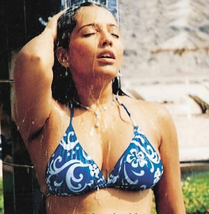 meghna-naidu-taking-shower-in-bikni