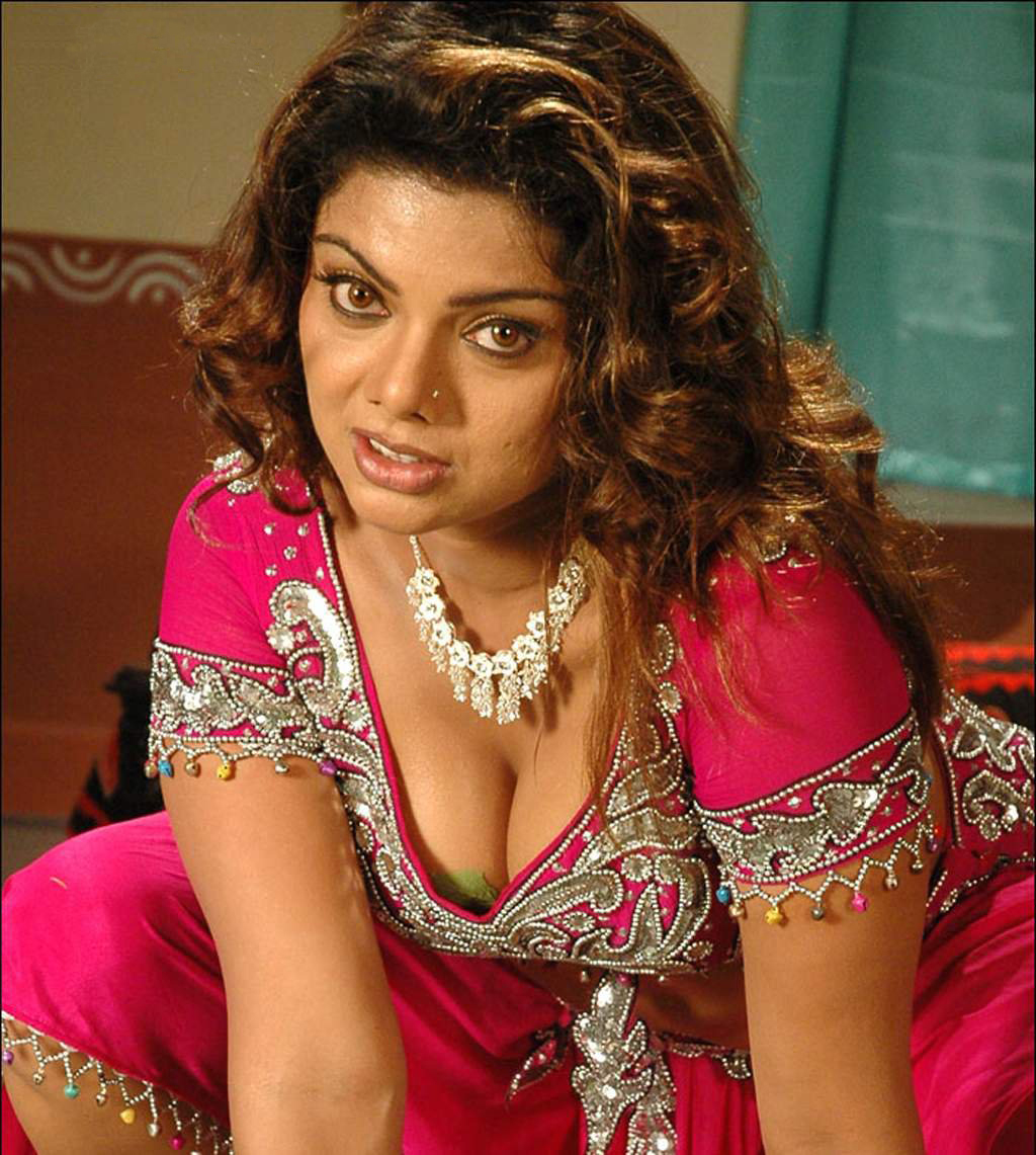 swathi-verma-hot-clevage