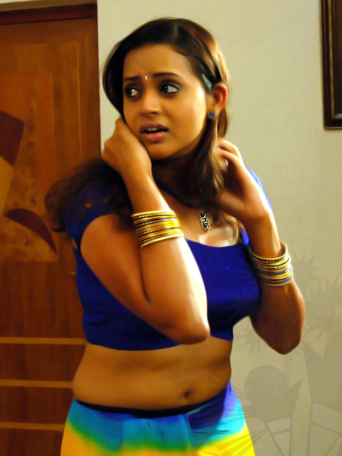 Actress-Bhavana-hot-navel