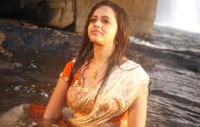 Actress-Bhavana-hot-wet-navel