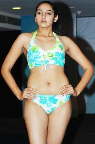 Ragini dwivedi bikini photos Ragini Dwivedi hot bikini navel photos