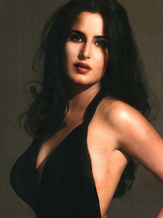 Zarine-Khan-hot-cleavage