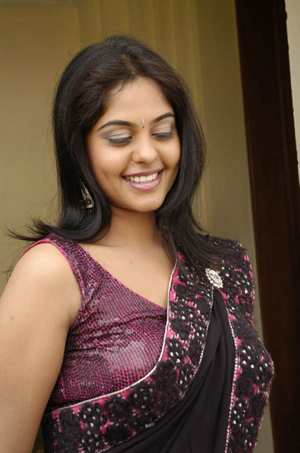 bindu-madhavi-hot-telugu-actress