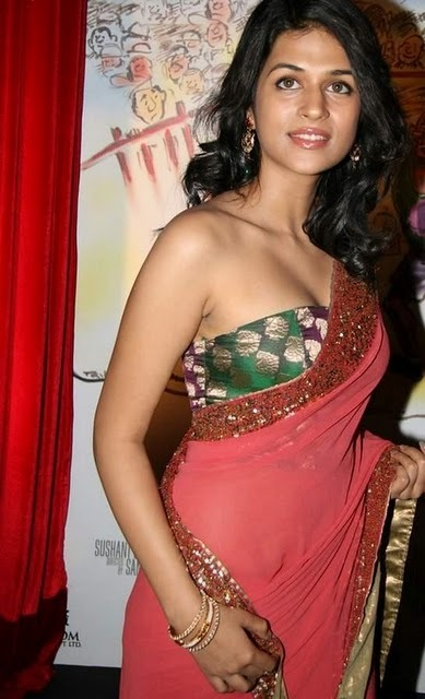 hot-shraddha-das-saree-1