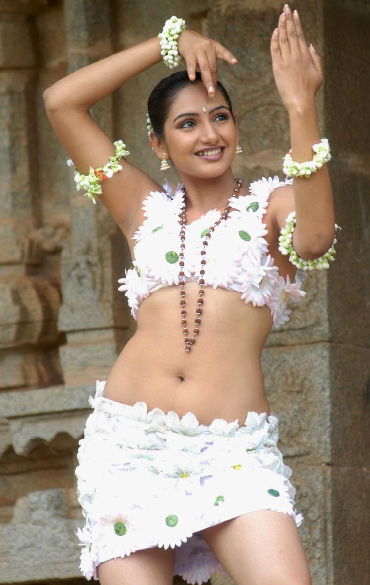 ragini-dwivedi-hot-navel-photos-1