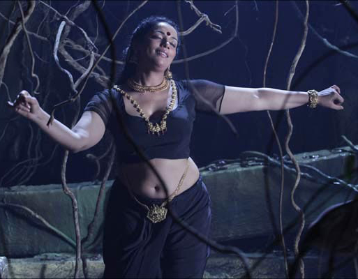 rathinirvedam-hot-swetha-menon-movie-still