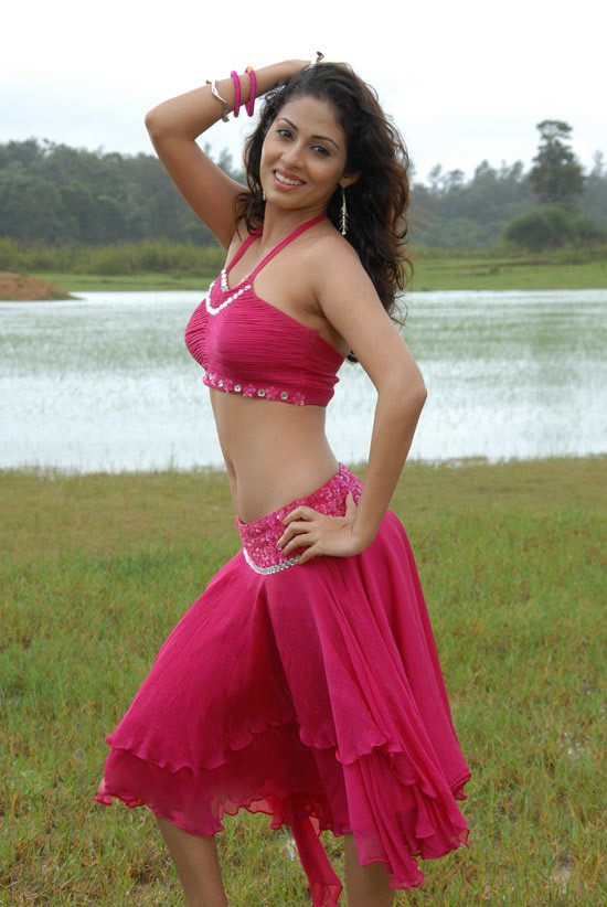 sada-hot-navel-photos