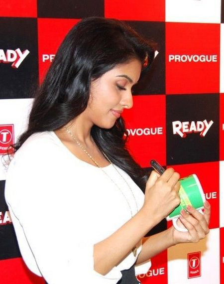 Asin Ready movie photos