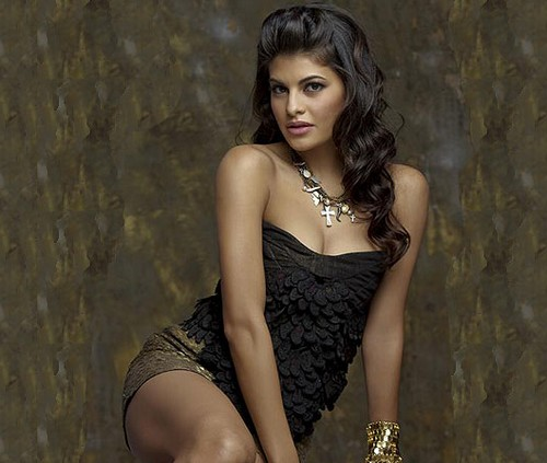 Jacqueline-Fernandez-hot-cleavage-new