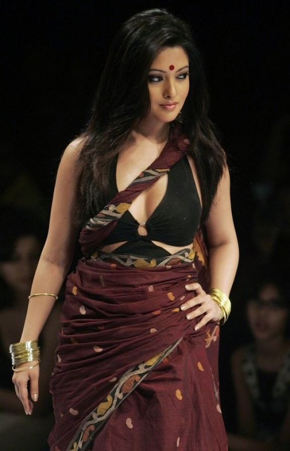 Riya-Sen-hot-saree