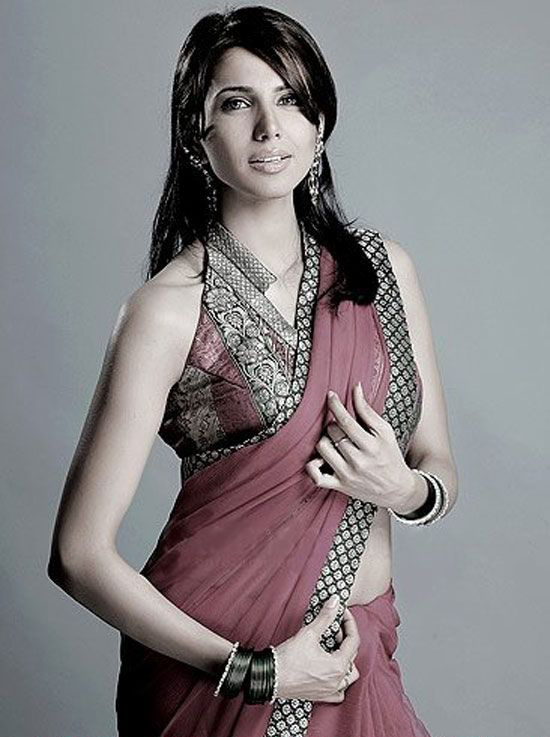 nikita-anand-hot-saree-navel