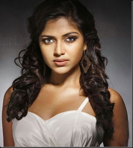 amala-paul-hot-cleavage