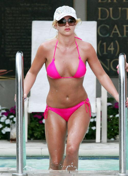 Britney Spears hot spicy bikini Britney Spears Hot Cleavage Images