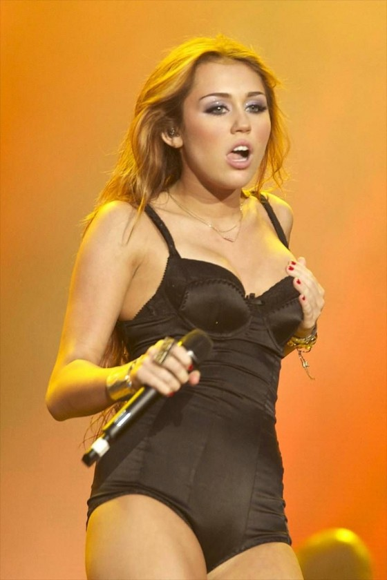 Miley Cyrus Hot Photo Gallery