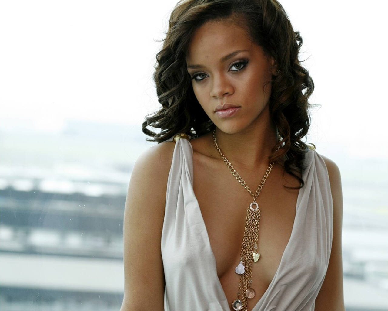 Rihanna-hot-cleavage