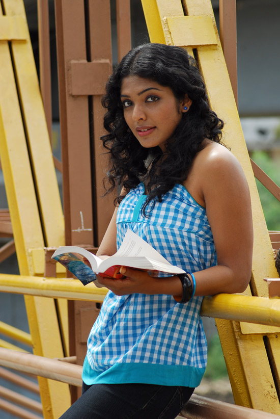 Rima-kallingal-hot-yuvan-yuvathi-movie