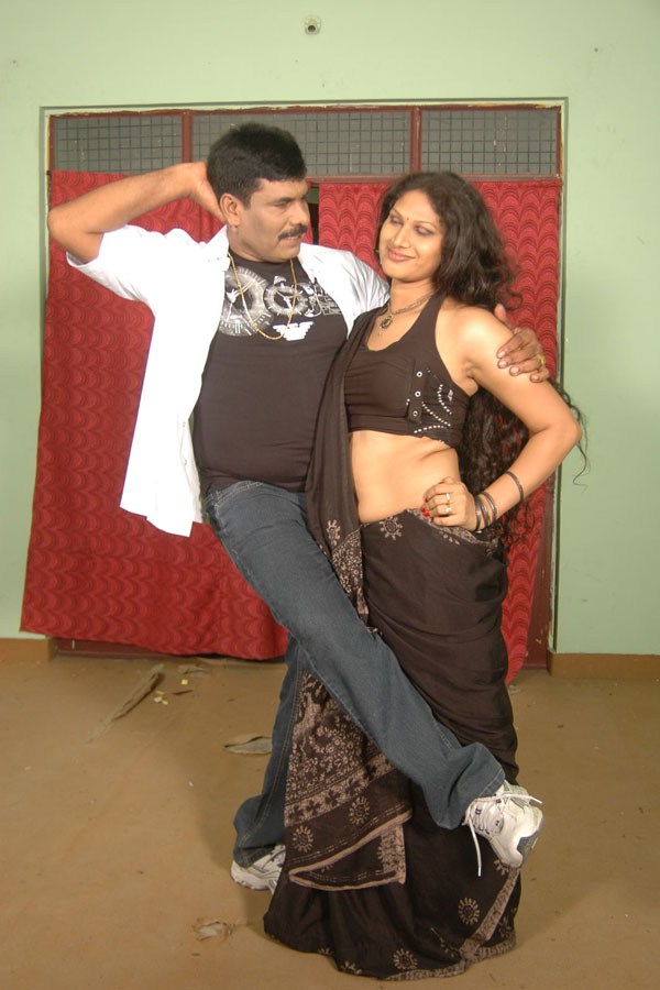 Telugu-b-grade-movie-hot-saree-navel
