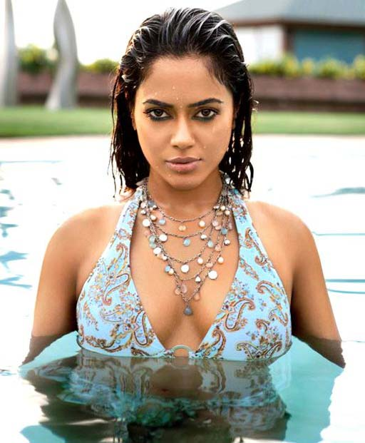 Sameera Reddy hot in Vedi