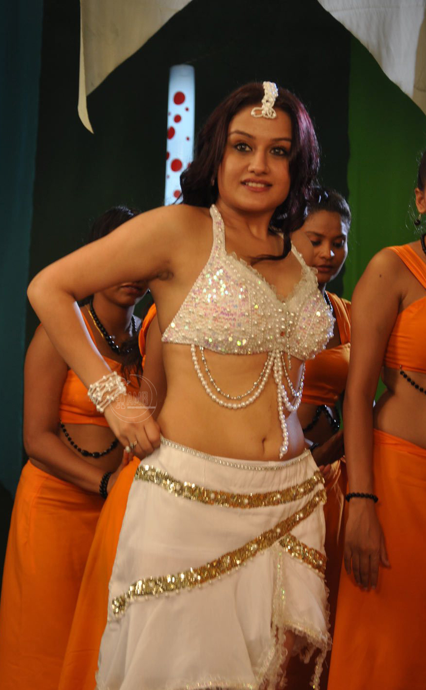 sonia-agarwal-hot-navel-photos-