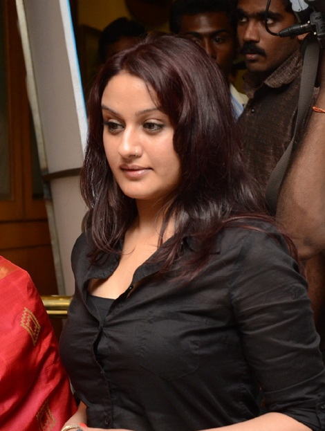 sonia-agarwal-hot-new