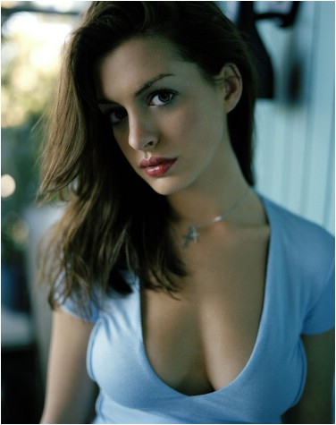 Anne-Hathaway-hot-cleavage-image