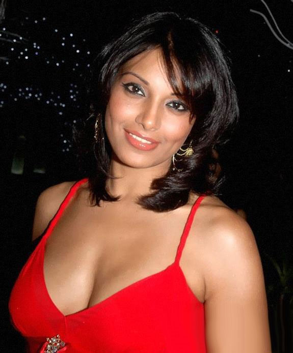 Bipasha-Basu-hot-cleavage-new