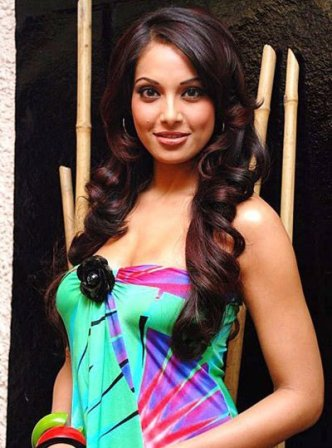 Bipasha Basu Hot Bikini Players Movie