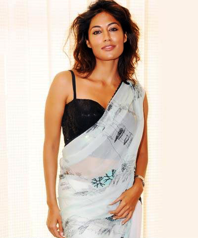 Chitrangada-Singh-hot-saree