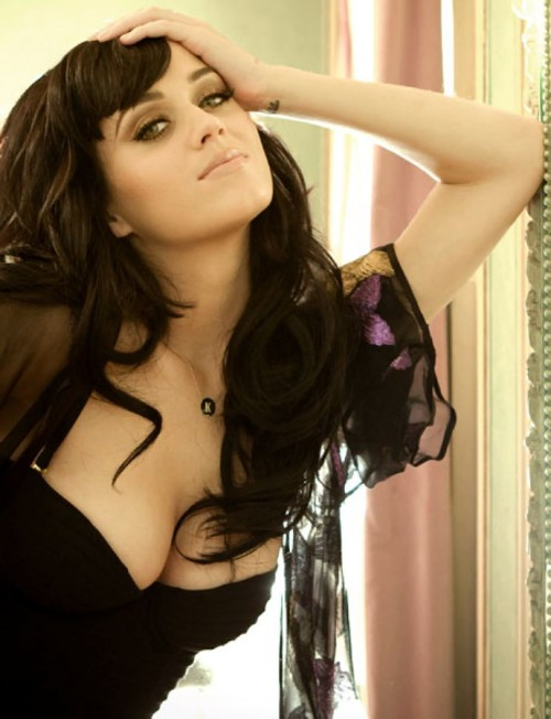 Katy-Perry-hot-cleavage-pic