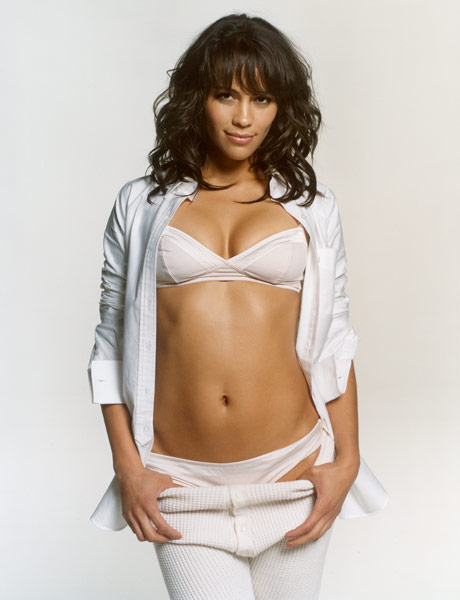 Paula-Patton-hot-cleavage-navel