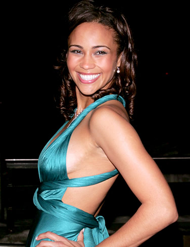 Paula-Patton-hot-cleavage-still