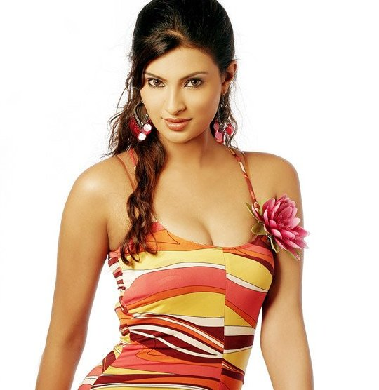 Sayali-Bhagat-hot-cleavage-new