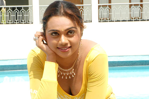 Abhinaya-Sri-hot-cleavage-new