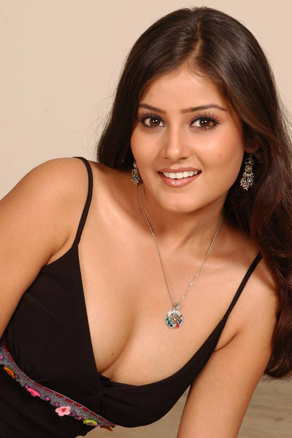Archana-Gupta-hot-spicy-cleavage