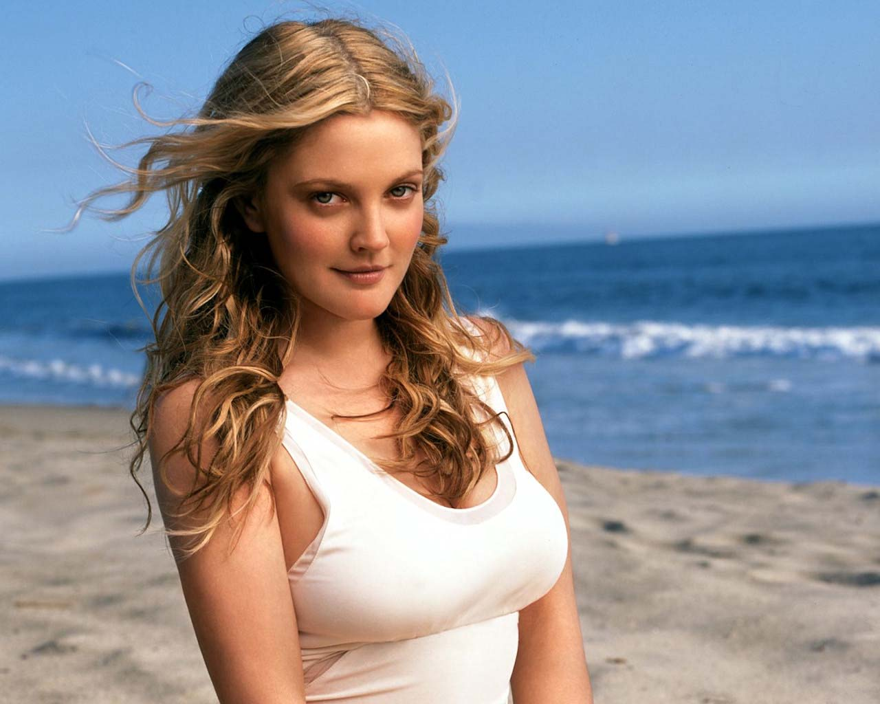 Drew-Barrymore-hot-cleavage