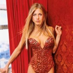 Jennifer-Aniston-hot-spicy-cleavage