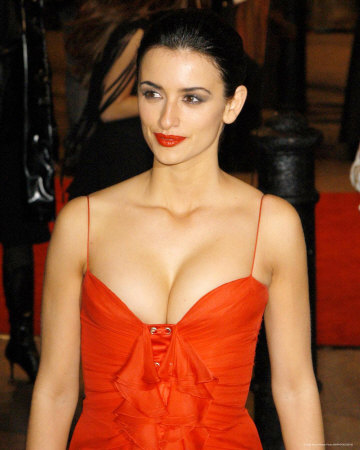 Penelope Cruz Hot Bikini Cleavage Photos.
