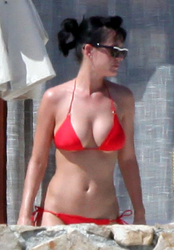 Katy-Perry-hot-bikini