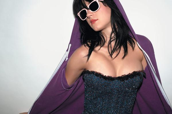 Katy-Perry-hot-spicy-cleavage-still